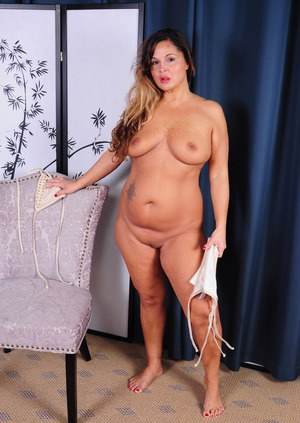 Mature fatty Stephanie shows her chubby body and pink twat from all sides