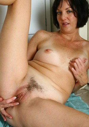 Mature gets naughty with her hairy pussy during a kitchen solo