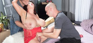 Older BBW Paige Turner seduces 2 guys with hooters for a spit roasting