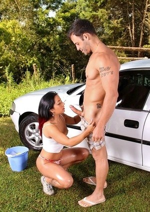 Brunette Latina Bia Teles sucks off her bf after she finishes washing his car