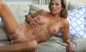 Dashing MILF Montana Skye provides nudity and superb pussy fingering