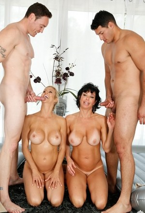 Milfs with amazing forms shagging like whores in extreme foursome