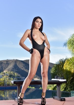 Smashing beauty with amazing curves Valentina Nappi premium outdoor solo