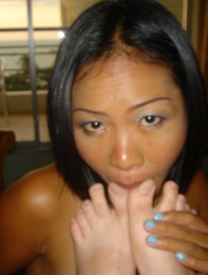 Kinky Thai sex worker Sa licks a man'a asshole and bare feet