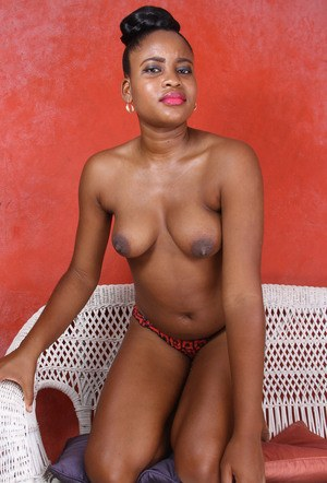 Ebony amateur Amber stretches her really hairy pussy wide open