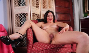 Mature Nikki Knightly presents pussy and ass in kinky solo video at home