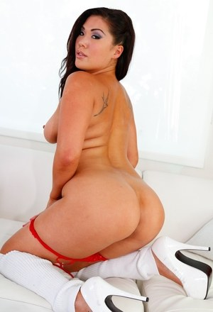 Lesbians Juelz Ventura & London Keyes peel off red swimsuits together