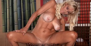 Older blonde Brittney Snow accepts her masseur's advances and bangs his BBC