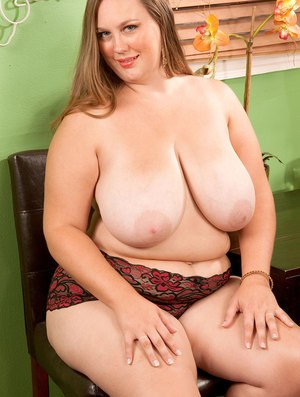 Fat housewife Analee Sands delights in exposing huge boobs and massive ass