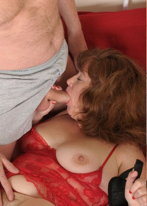 Chubby older amateur Argentina plays blindfolded sex games with her husband