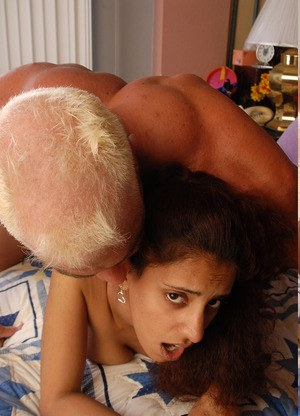 Indian amateur Jhazira plays with creampie pussy after getting banged