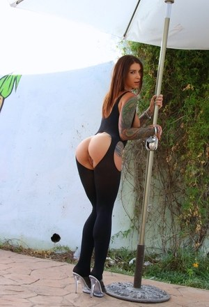 Pornstar Felicity Feline shows off booty and tits in lovely solo XXX