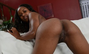 Amateur ebony woman with sensuous lips shows her glorious pussy and a hot ass