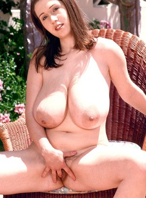 Solo model Nicole Peters flashes her knockers before pussy play in the sun