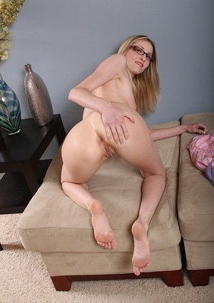 White-skin mature babe in glasses reveals her amazing pink pussy and big tits