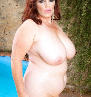 BBW mature siren Roxee Robinson plays with her huge melons and rubs her cunt