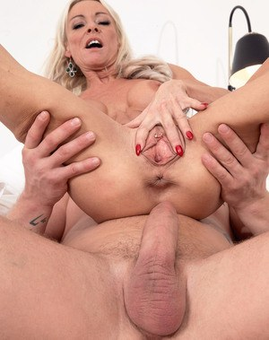 Oversexed mature vixen Alex Starr grinds on a steely cock of a younger dude