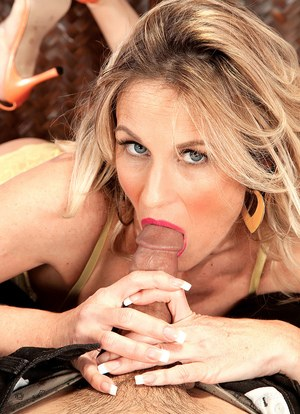 Older dirty blonde lady Gianna Phoenix pleases a big dick with oral sex
