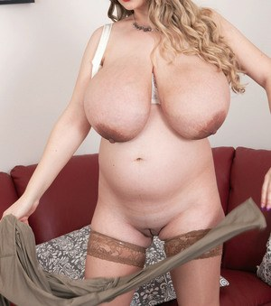 Dirty blonde MILF Micky Bells unleashes her massive saggy boobs