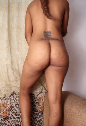 Ebony amateur seductress Jucie feels lonely and masturbates pussy intensely
