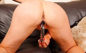 Older blonde woman Suzy Wilde masturbates with the aid of a sex toy