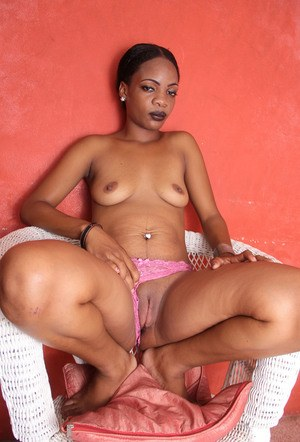 Black amateur Jucie spreads her legs to expose bald twat and clitoris