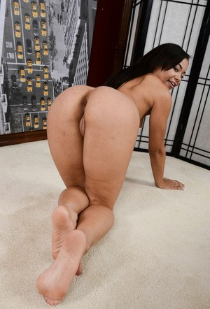 Black amateur Adrian Maya removes her pink thong to better show her bare ass