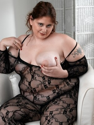 Cierra C shows off the fat ass and huge tits in impressive toy porn solo