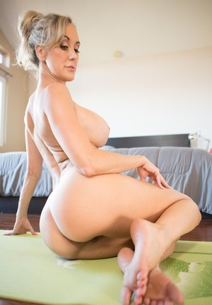 Sporty MILF with a fit body and fake tits Brandi Love shows her bubble booty