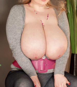 Chubby chick with huge natural tits and a hot body Micky Bells poses naked