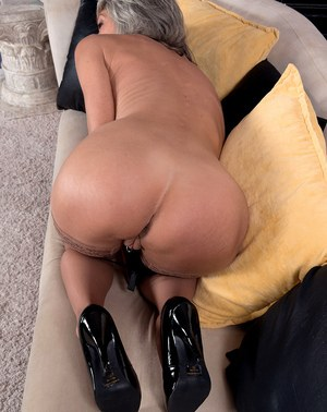 Mature wife Cheyanne plays with pussy and ass in slutty solo home play