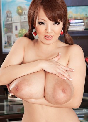 Asian solo model Hitomi reveals her massive boobs in her home office
