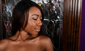 Amateur ebony babe Chanell Heart boasts of her breathtaking holes in a closeup