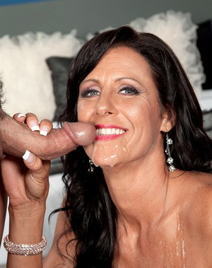 Older lady Summer Meadows opens up her twat for deep penetration from boy toy
