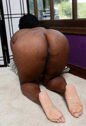 Ebony amateur beauty Janelle Taylor boasts of her big fat ass and black twat