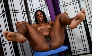 Ebony amateur woman Janelle Taylor shows her hairy black cunt in a closeup vid