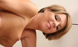 Classy amateur babe Leila Daves digs her bald pussy with a glass dildo