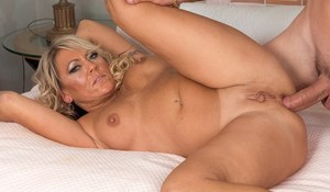 Sultry mom with big boobs and a round booty experiences the hottest ever bang