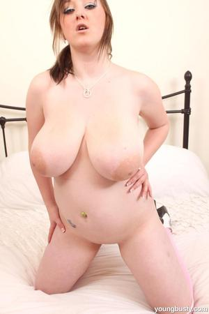 Teen solo girl Malibu Candi unleashes her huge all natural boobs from her bra