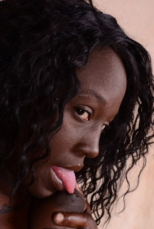 Sweet black amateur London Blaq stretches her pussy lips open