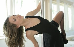 Solo model Kimmy Granger loses her black dress while working the stripper pole