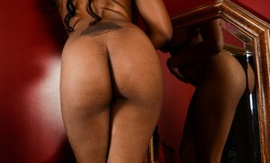 Ebony amateur Amber Cream undresses and shows off her pink vagina
