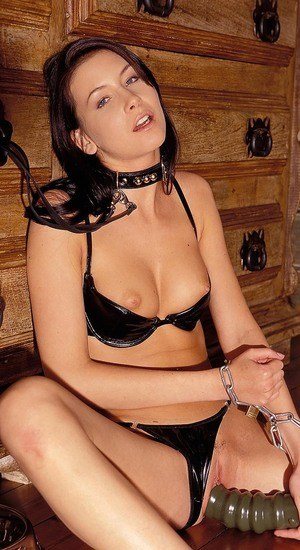 Collared slave girl Thalia ends up peeing in dog dish on command