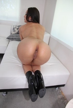 Sexy MILF Vicki Chase flaunts her big Latina booty in a air of black boots