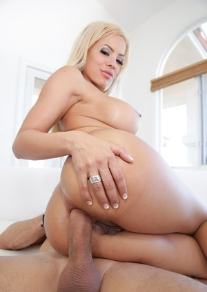 Hot blonde chick Luna Star drips cum off her tongue after deep anal fucking