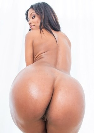 Hot black female Ashlynn Sixxx flaunts her sexy ass after undressing