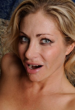 Blonde MILF Vittoria Risi spreads her ass for deep anal sex and an ATM as well