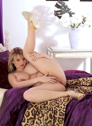 Sexy BBW Kelly Kay peels off her hot pink lingerie for nude posing