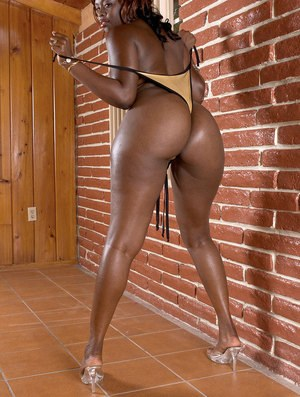 Black chick Hershey Bryant flaunts her big booty while removing her swimsuit