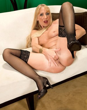 Older blonde woman Phoebe Page plays with her snatch after stripping to nylons